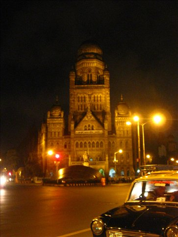 Mumbai , Bombay , the New York of India.