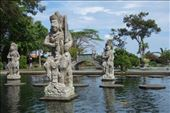 Beelden in de Mahabharata vijver in Tirta Gangga: by irko_mirjam, Views[123]