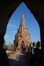 Genieten van de rust in de vroege ochtend bij Wat Chaiwatthanaram: by irko_mirjam, Views[101]