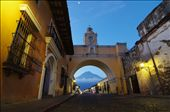 Antigua, historic capital of Guatemala is its cultural center. Here, the Arco de Santa Catalina was built to allow nuns to pass from one building to the next as the convent population exploded.: by itai, Views[570]