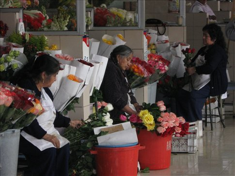 women selling flowers at Mercado Central
