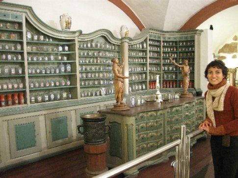 Look Samer and Mariam -- I can be a pharmacist, too! (Apocathary Museum in Heidelberg castle.)
