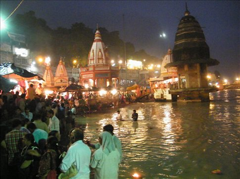 The crowds gather each night for the ecstatic bell ringing and chanting of aarti