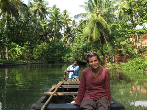 Mi is all smiles and all-pervading calm as we drift through the Backwaters. Neither of us have ever seen such dense growth of palm trees!!