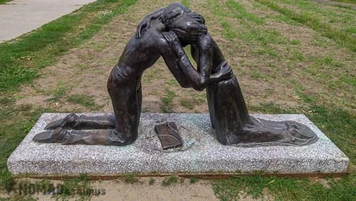 Berlin Wall Statue