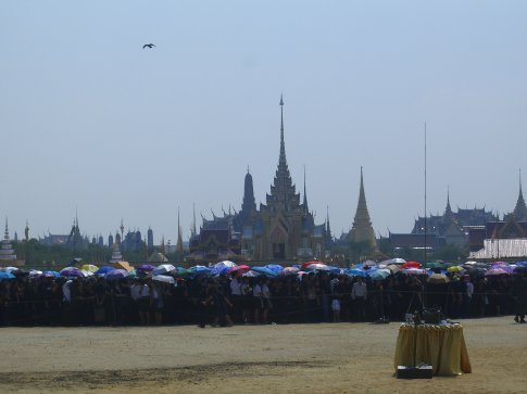 Mourners lined up to get into the Royal Palace grounds.