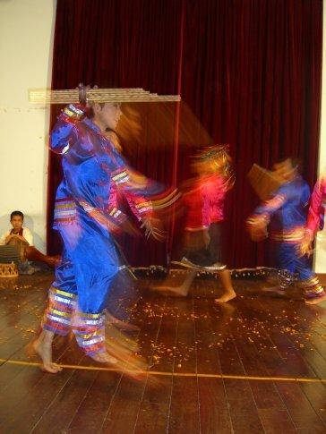 Thee kong phou noi dance