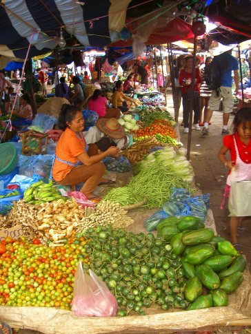 Fresh produce at Talat Khua Din