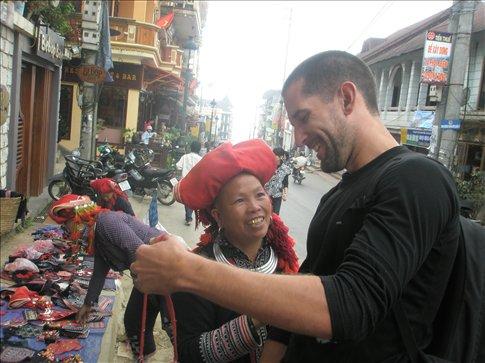 Red Dao street vendor