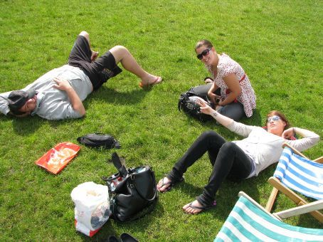dan, amy and canadian natasha at hyde park..relaxing in the sun