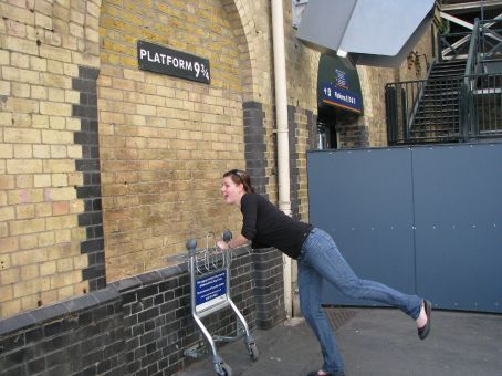 jess following to hogwarts..were going to meet harry