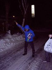 ohji, who taught me how to board, trying to skewer himself with an icicle sword picked up from a roof eve on the way home from an onsen trip. my boarding isnt that bad! i promise!: by jess_vl, Views[1904]