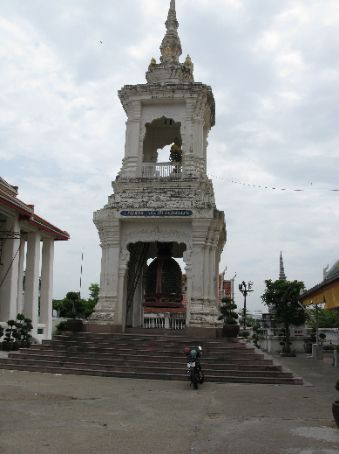 A monument in Wat Rakhang (Temple of the Bells)