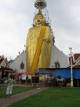 Standing/Big Buddha in Wat Indraviharn