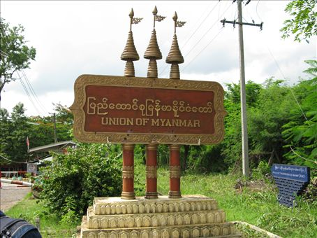 We went to the Burmese-Thailand border at the Three Pagodas Pass
