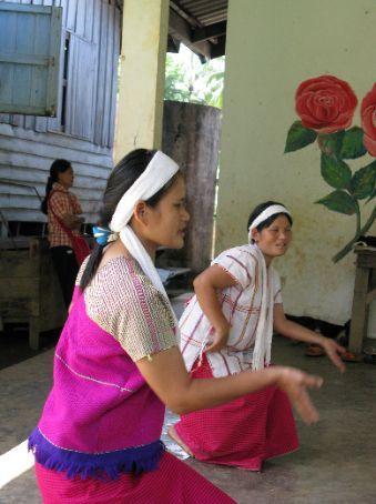 Welcome dance by Karen village