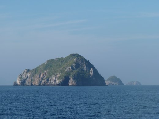 islands in the gulf (view from boat into ko Tao)