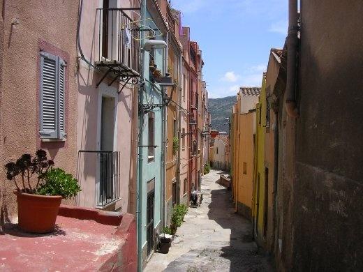 An alleyway in Bosa