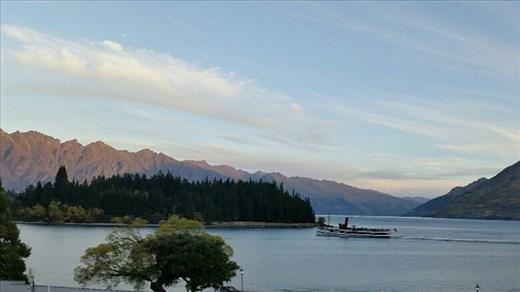 Lake Wakatipu and SS Earnslaw Queenstown