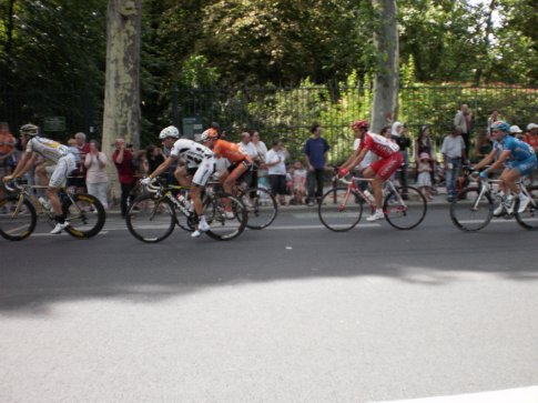 missed getting a pic of contador (the only one i could tell who he was because he had on the yellow jersey haha), but got some other randoms...
