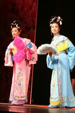 Chinese Opera in Chengdu.  A colourful, mixed bag of hillarity and bizzareness.
