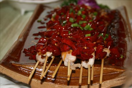 Wild rabbit on skewers with ample chilli