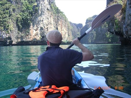 Sea Kayaking into Maya around Koh Pi Pi Lay  - an exhausting cross ocean oar from Koh Pi Pi