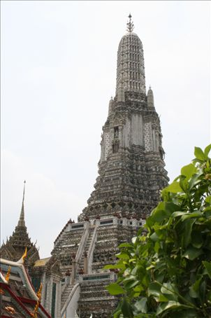 Wat Arun by day - it is immesely intricate, coulourful and of course a holy shrine