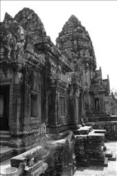 This is Banteay Srei - an ornate dolls house of a temple.: by jonnygo, Views[526]