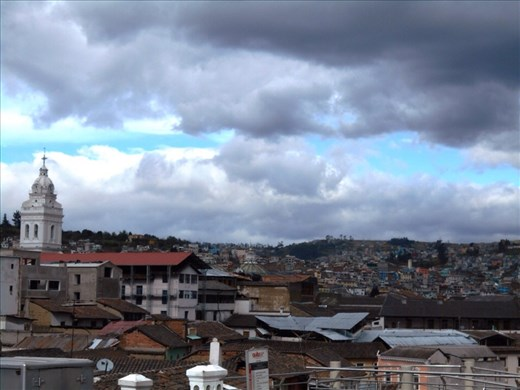 Climbed to the top basilica of Quito Cathedral, the view from the top.