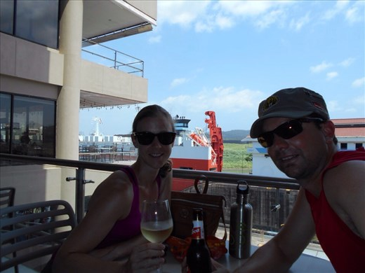 Enjoying a white wine and beer at the bar on the viewing platform. Panama is very hot, like Perth dry heat too, so it's nice in the shade.