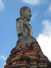 dette bildet fikk meg til lure paa om hodene paa paaskeoeya er buddhastatuer.. ? Nobody knows!: by jornsalve, Views[455]