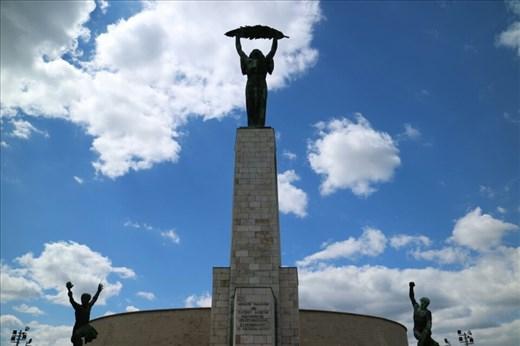 Liberty statue on top of Gellert Hill