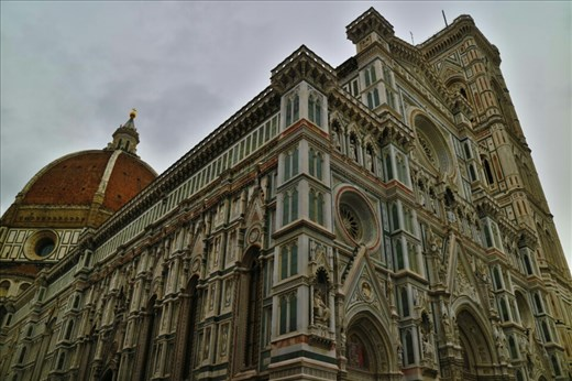 La Catedral de Santa Maria del Fiore in the Piazza del Duomo, Florence