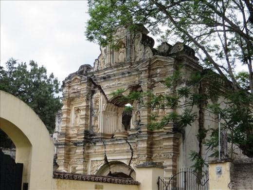 Earthquake ruined church - Antigua - one of many