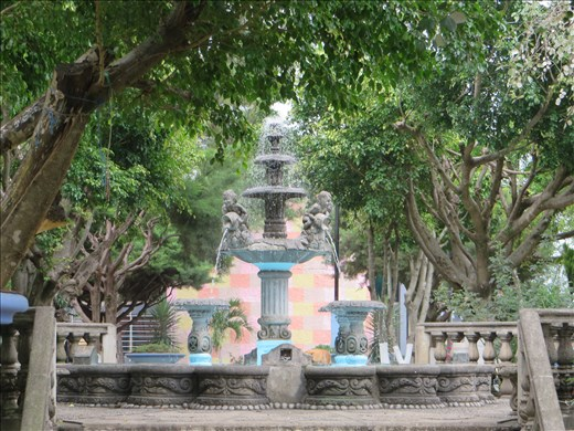 Juayua - a working fountain