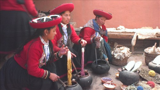 Sacred Valley - Chincero - Local women's weaving co-op - dyeing process