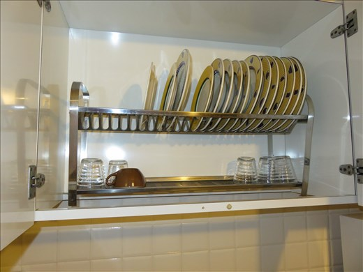 Italian kitchen dish drainers - cupboard above sink - nicely hidden