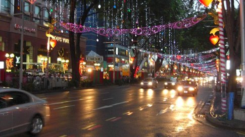A rainy but festive Christmas eve in Orchard Road