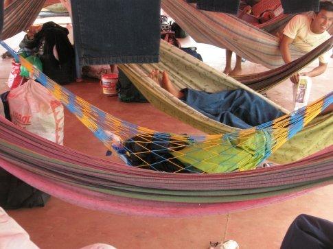 y ahí, destacando por encima de las demás, mi hamaca, con los colores de Boca.