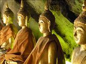 Buddhaer var der mange af nede i grotten: by karen_backpacking_in_asia, Views[145]