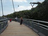 Vi er paa haengebroen!!!: by karen_backpacking_in_asia, Views[137]