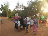 Det var populaert blandt boernene med vores balloner og slikkepinde...: by karen_backpacking_in_asia, Views[184]