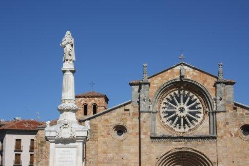 Iglasia Santa Pedro, Avila. Statue of Santa Theresa in foreground.