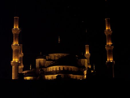 the blue mosque by night (taken from Doy Doys)