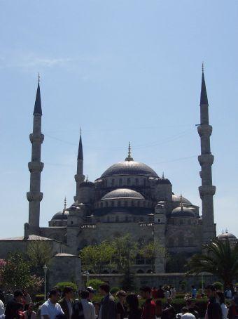 the Blue Mosque (Kami Sultanhamet)