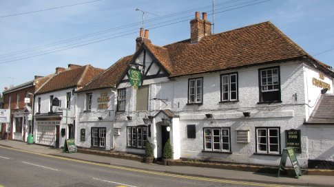 The Cross Keys, Pangbourne. Noticed the empty space above the door - the crossed keys were there...