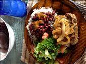 Beef con onions, arroz y frijoles, ensalade, jugo de guanabana : by kendal00, Views[97]