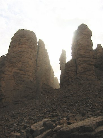 Tassli n'ajjer - means plateau of chasms