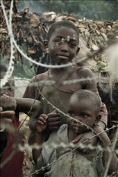 2-Glance between wire. Locals childs looks with curiosity the new visitors.: by kimua, Views[101]